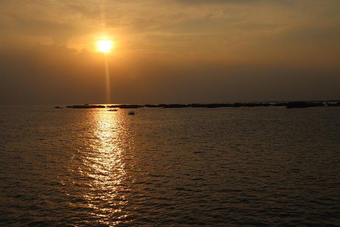Cena al atardecer en el lago Tonle Sap con una visita al pueblo flotante, Siem Reap, CAMBOYA