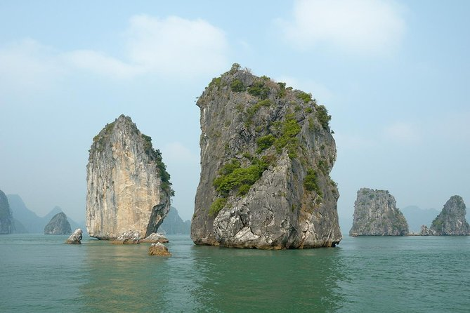 6 Hours Halong Bay Cruise On Titop Island & Swimming With Lunch On Deluxe Cruise, Halong Bay, VIETNAM