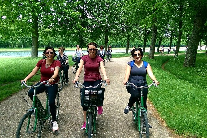 Versailles Domain Guided Day Bike Tour with Palace Access from Paris by Train, Paris, FRANCIA