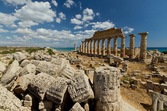 Exclusive full-day excursion to Selinunte and Castelvetrano, from Agrigento or Sciacca, by luxury transportation.<br><br>Led by your expert and licensed guide, you will visit the archeological park of Selinunte, one of the most beautiful archaeological sites in the Mediterranean which is known for its temples' ruins and striking views over the surrounding landscape and the crystal-blue sea.<br><br>Afterward, an authentic experience awaits you in Castelvetrano, where you will visit a local farm estate. The farm sits among groves of nocellara olives and vineyards and is famous for its own production of olive oil. Here you will enjoy an oil tasting and a lunch of local traditional specialties.