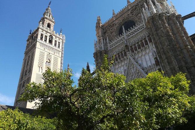 Jewish Quarter + 1 monument with Cloti I will show you the Cathedral or Alcazar, Sevilla, ESPAÑA