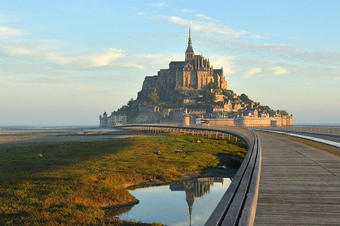 Take a seat in one of our comfortable and air-conditioned minivan Mercedes, and let yourself be driven by a professional and local driver. <br><br>Discover famous Mont Saint-Michel, the port of Cancale, and the medieval town of Dinan. <br><br>This tour of 10 hours is offered from Saint-Malo with a return to Saint-Malo.<br><br>Important: our drivers are not guides and therefore do not provide guidance on sites.