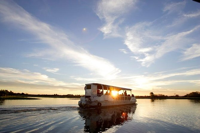 The Indigenous owned Yellow Water Cruises takes you on a discovery tour through the world famous Yellow Water Billabong. Operating year round, sunrise to sunset, the cruise winds its way through distinct ecosystems of Yellow Water Billabong and tributaries of the South Alligator River.
