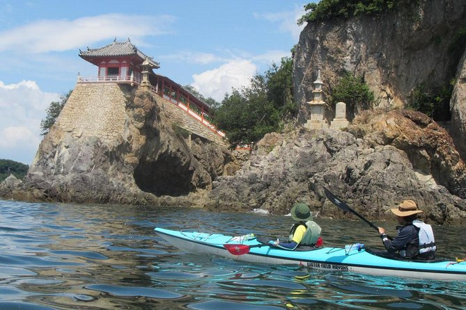 【OUTLINE】<br>Enjoy Tomonoura, which is said to have the most beautiful landscape of Japan, by sea kayak. This is also the town where the Ghibli movie 'Ponyo' and the Hollywood movie 'Wolverine' were filmed. From Tomonoura's port town scenery seen from the sea, Abuto Kannon Temple, which seems to protrude from the sea, to desolate beaches to which you can only go with a sea kayak, it is the only tour where you can fully enjoy Tomonoura, the town where nature and history intertwine.<br><br>【HIGHLIGHTS】<br>・Enjoy Tomonoura, which is said to have the most beautiful landscape of Japan, from the sea.<br>・Visit the popular temple, Abuto Kannon, which seems to rise from the sea.<br>・Have a meal at one of the treasured desolate beaches that you can only reach by sea kayak.<br>・Enjoy Sensuijima island where untouched nature still remains.<br>・Experience the port town that charmed Hollywood and was used as a film location of 'Wolverine: Samurai'.