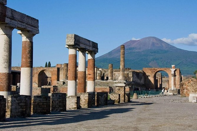 MAIS FOTOS, Pompeii Ruins & Wine Tasting with Lunch on Vesuvius with Private Transfer