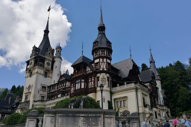 We visit the most unique Castle in Europe, we find out about the insights of the monarchy family in the most beautiful village of the mountains, Sinaia and we combine it with amazing view of the Carpathian Mountains at 2100 meters.<br><br>We finish the tour in Brasov old city where we see the real Transylvanian style and we eat good local food<br>