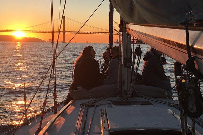 MÁS FOTOS, Excursión en barco privada Sunset Sensations de Lisboa con vino espumoso
