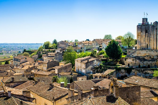 Join this day trip to the Saint-Emilion (and surrounding) wine-making region of France. This full-day guided excursion from Bordeaux offers picturesque scenery, sightseeing and fine wines – the perfect day out from the city! Sample Bordeaux wines in 3 fascinating chateaux and explore the charming UNESCO World Heritage-listed village of Saint-Emilion.