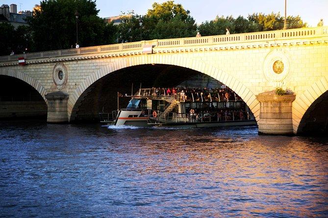 Bateaux Parisiens Seine River Sightseeing Cruise, Paris, França
