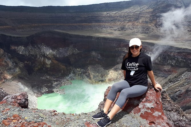 This is one of the top tourist attractions in El Salvador.<br>Located in the biological corridor call Apaneca-Ilamatepec, Santa Ana volcano is considered one of the jewels of Central America. <br>If you are looking for the best things to do , We have designed this tour for you. <br>The walk takes approximately 2 hours to climb and another 2 hours to descend, this can vary according to the physical condition of the people. On top of the volcano you can see one of the best craters worldwide with an emerald green lagoon, <br><br>At the end of the adventure we drive to Coatepeque lake for a relaxing time and have lunch. <br>The tour is fantastic for nature lovers or adventurers. <br><br>