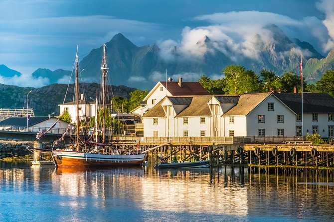 With this excursion, we would like you to discover a part of these amazing islands; our guide won't show you only some of the most characteristic fishing villages which have made these islands famous, but she/he will also make you explore unspoiled nature, genuine and extraordinary parts of these fantastic corner of the world, the Lofoten archipelago. <br><br>You will admire the Arctic landscape and fishing communities where you can breath the history and the atmosphere of the past when the fishermen used to gather up here to participate to the cod fishing season. <br><br>Gimsøy island and its old church , Eggum and its wild landscape and white sandy beach, Henninsgvær, the Venice of the north and Kabelvåg are just some of the places you will admire and discover. <br><br>With this 5 -hour Lofoten guided tour, our knowledgeable guide will show the highlights of the northern side of the archipelago. <br>
