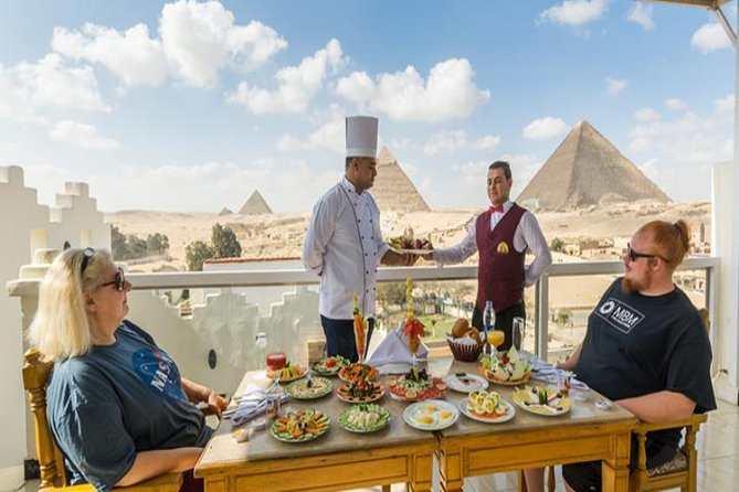 Great Pyramid Inn Lunch With Pyramids View, El Cairo, Egypt