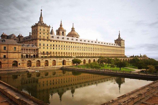Segovia and El Escorial from Avila with Drop Off in Madrid, Segovia, Espanha
