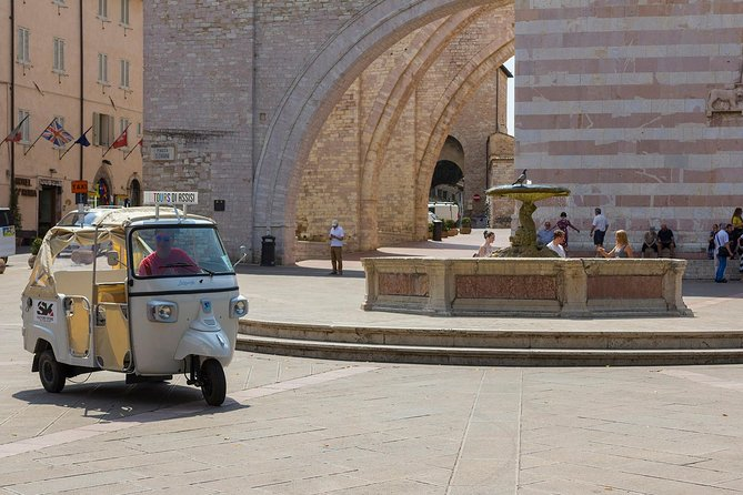 Panoramic Vintage tour by Ape Calessino - Tuk Tuk, Assisi, ITALIA