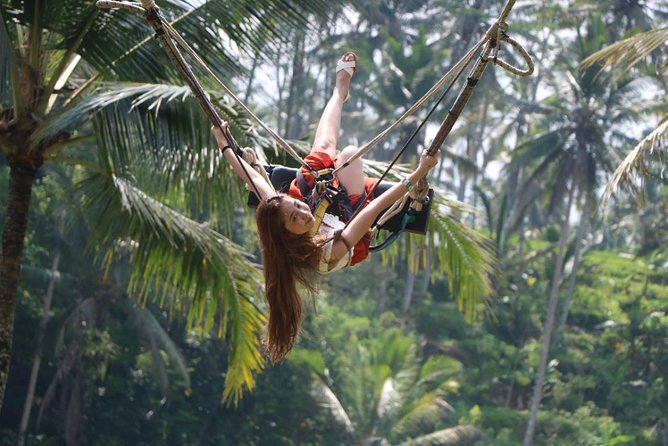 If you want to see many places in one day we will invite you to surround Ubud and its surroundings Ubud is one of the places to visit because it has everything like handicrafts, museums, Temple, Coffee plantation and beautiful rice fields. On the way home we will invite you to see tegenungan waterfall.
