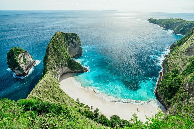 One Day Trip Nusa Penida Packages or Nusa Penida One Day Tour with Bali Visit Tour. This is a tour package with small budget, we will invite you to visit 5 favorite places in Nusa Penida. The One Day Tour Nusa Penida (1 Day Return) package is prioritized for travelers who have limited time to visit the tourist attraction in Nusa Penida. For a time of only 1 day does not reduce the impression tourists tour to Nusa Penida. For that we chose you favorite tourist destinations in Nusa Penida. Although the time is less than 1 day, but with the package Half day Tour Nusa Penida we can visit the interesting spot in nusa penida, and the location of tourist spots are also not too far away.