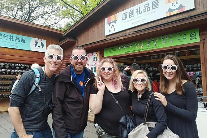 This private city tour takes you to see China's iconic pandas in their natural setting on the outskirts of Chengdu. <br><br>You will enjoy a authentic Sichuan lunch cuisine in a local restaurant<br><br>Experience Chengdu's laid back way of life over a cup of jasmine tea in an ancient tea house in the People's Park, where the locals gather to play mahjong. <br><br>Stroll along Kuan-Zhai Alley. <br>