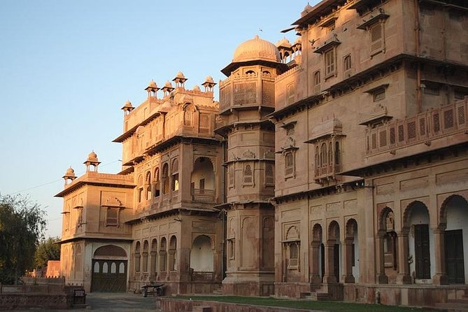 Running short on time but wish to See more than this Tour is for you !! In this tour you are picked up from the Hotel in Bikaner and then enjoy the Bikaner Sites in details and later on you be dropped Off at Jaipur comfortably. Tend to Sell out Product.<br>