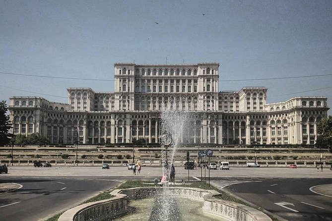 Bucharest impresses us with many tourist attractions that you shouldn't miss!<br><br>Fixed price per car with 4 seat!