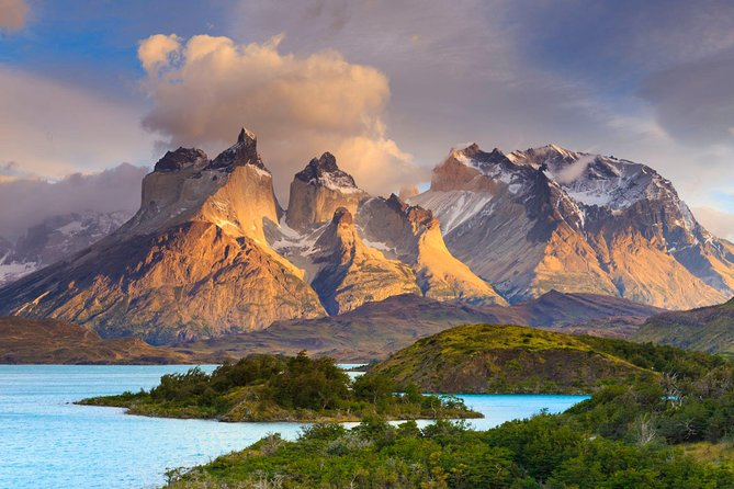 This is a unique experience to get to know a little bit of Chilean Patagonia! <br><br>Get to know this place full of pure nature and dreamy landscapes.  <br><br>Enjoy breathtaking landscapes with mountains, rivers, valleys, lakes and glaciers, all in one place in this package of 4 days and 3 nights.
