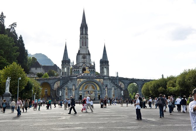 Sanctuary of Our Lady of Lourdes Guided Tour, Lourdes, FRANCIA