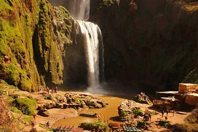 Discover the most beautiful waterfalls of Ouzoud<br>- Enjoy a taste of delicious Berber tagine in front of the waterfalls.<br>- A walk to discover the charm of this wonderful place