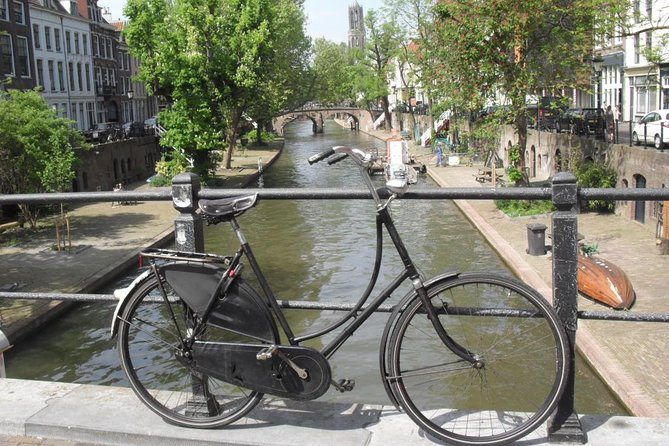 See Utrecht like a local! The best way to explore the city is by bike. This biketour with local guide will show you both hotspots and well-kept-secrets. Visit the oldest Dutch bicycle lane, meet the first Dutch female college student and... discover where to buy the best vanilla ice cream in the world!<br><br>The biketour starts from the Domsquare and follows calm bicycle lanes through the old city centre. Along the way, I will tell you everything you want to know about the history of Utrecht. Halfway, there is a break with a drink that is included in the price. This biketour is a perfect way to start exploring this city. It will definitely show you the best Utrecht has to offer!