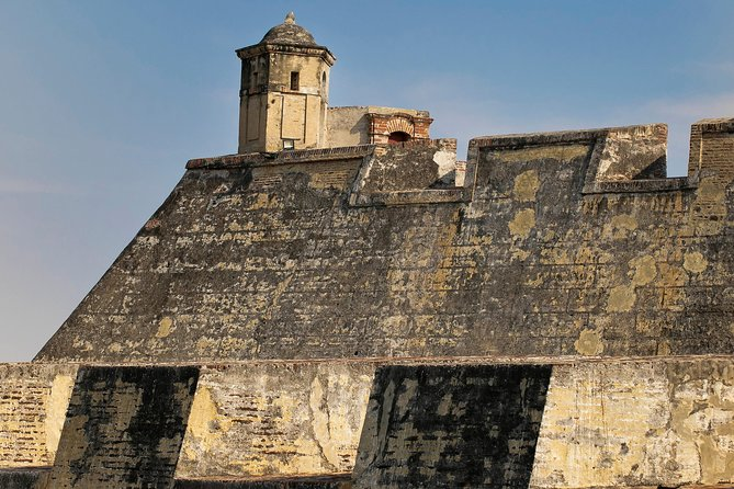 See all the sites of Cartagena on this private shore excursion trip! The tour starts by driving you around the Manga neighborhood for approximately 20 minutes. Then head to San Felipe Fortress and visit the walled city for an unique experience.