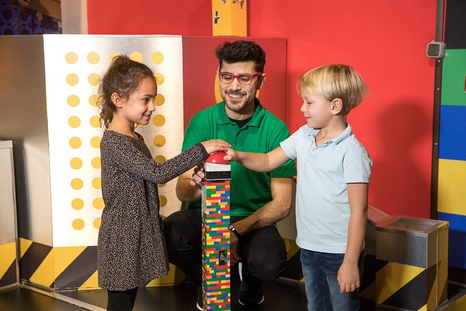 Visit the LEGOLAND® Discovery Centre in Oberhausen with this admission ticket and dive into the world's biggest LEGO® brick box where creativity and fun is the first priority. Over 4 million bricks under one roof, 2 fun rides, 10 build & play zones, a 4D cinema and much more is awaiting you!