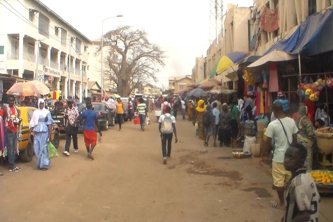 A tour around The Gambia's capital city and surrounding areas, to familiarize everyone with the main places to visit.<br>