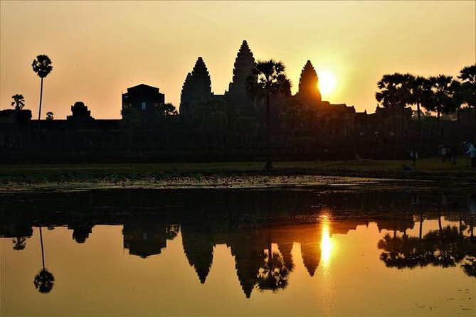 We start with a pre-dawn departure (4.30 to 5.00 am based on enough time of year) from your own resort for sunrise outside Angkor Wat. Enter the fantastic temple in darkness from the little-visited eastern part, and creep along hoary cloistered corridors at night longest extend of bas-alleviation carvings in the globe<br>- Spend full day visit sunrise of Angkor Wat, Angkor Thom , Taprom.<br>- After finish temple for full day then continue to Bakheng Mountain for Sunset .