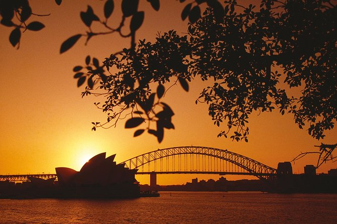 You've got Sydney covered on a four-day city stay that includes lots of free time so you can explore the city at your leisure. See the Sydney Opera House, Bondi Beach and other iconic sights of Sydney on a comprehensive city tour, take a cruise on world-famous Sydney Harbour, and travel into the hills to experience the beauty of the Blue Mountains. Accommodation, airport transfers and breakfasts are included on this hassle-free four-day Sydney city stay.