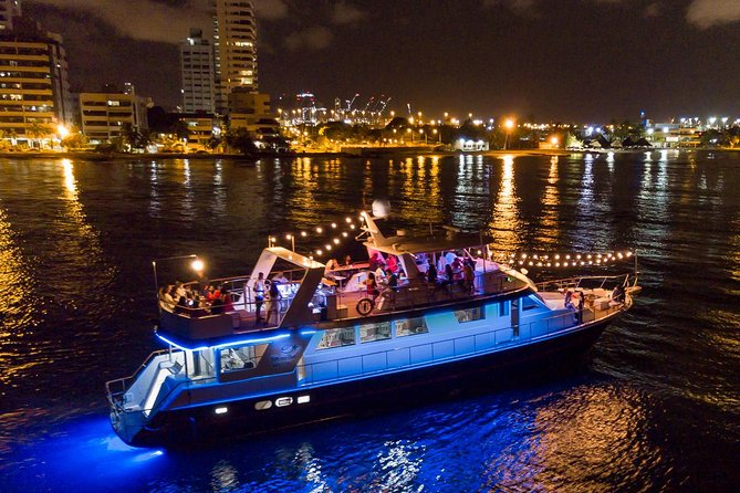 2 hour cruisethrough the peaceful waters of Cartagena's Bay while enjoying the magnificent skyline and the colonial city views in the comfort of the Sibarita Master boat. While on board you will taste a 4-course dinner (if selected) of international world class cuisine or oriental style and sushi, with an excellent service by our crew.
