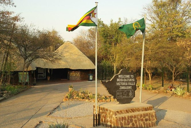 Hwange Safari National Daytrip, Cataratas Victoria, Zimbabwe
