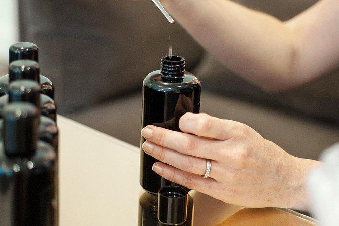 Taller en la perfumería Molinard de Niza, Niza, FRANCIA