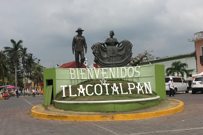 Tlacotalpan is atowndeclared World Heritage Site by UNESCO. Its building has aSpanish/Caribbean architecture. Italso has amuseum wheresome belongings of the musician and composer Agustin Lara are displayed.Absorb the seaside atmosphere inAlvarado where the purchase and sale of seafood is the most common.