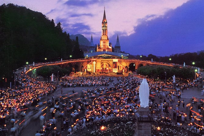 A 3 days break to visit one of the most important Marian Pilgrimage in the world: Lourdes. Stay in an hotel in Lourdes. <br><br>A private guide will help you to discover more about Lourdes and the beautiful story of St Bernardette