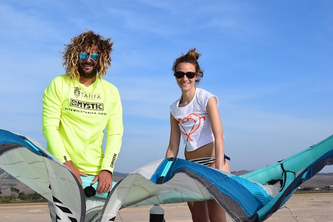 3 hours of Kitesurf Rental with Supervision.<br><br>If you can ride upwind and you need to get the confidence or you like to be under the supervision of a professional local coach in Tarifa!<br><br>Cabrinha/Mystic 2020 all equipment included.