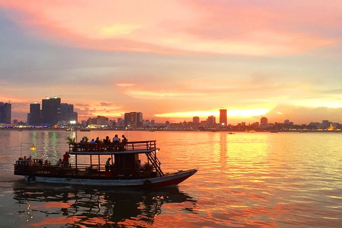In this trip you will cruise the river with our English speaking guide to see the view of the Royal Palace, Diamond Island, Four Faces river, Mekong river, stilted houses, fishing villages, the crops that people grown by the shore of the river and finally the sun setting over the city.
