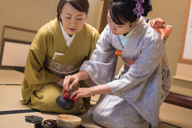 A 90 min. Tea ceremony Workshop In The Authentic Tea Room, Tokyo, JAPON