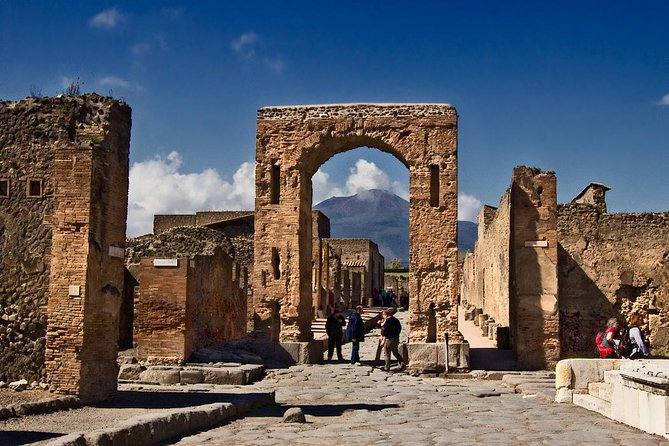 Transfer from Naples to Praiano (or reverse) via Pompeii 2hr, Napoles, ITALIA