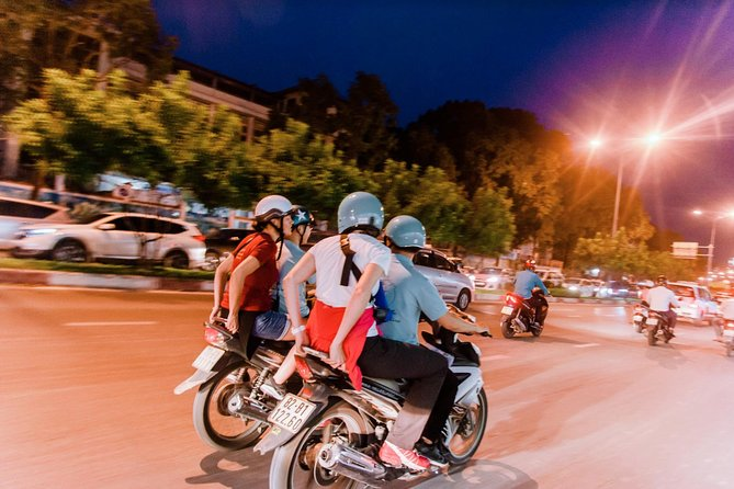 Saigon Highlights and Street Food Tour with Local Student, Ho Chi Minh, VIETNAM