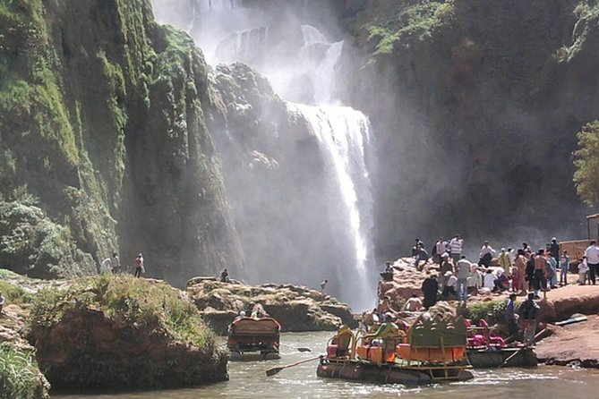 This day shall bring them to the most famous waterfalls of Morocco Ouzoud to 100M / A, appreciating the stunning tranquility of tourist att. Tant not far from the falls there are other sites that do the most fascinating river Abid and olive groves. Return in the afternoon to Marrakech