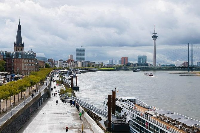 Private Transfer Dusseldorf City to Train Station or Cruise Port by Luxury Van, Dusseldorf, Alemanha