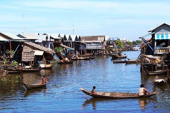 Reconnoiter the countryside and the real life of Cambodian local people. Take the boat cruise to see the fishing villages, flooded forest and learn about the world's second largest freshwater Tonle Sap Lake