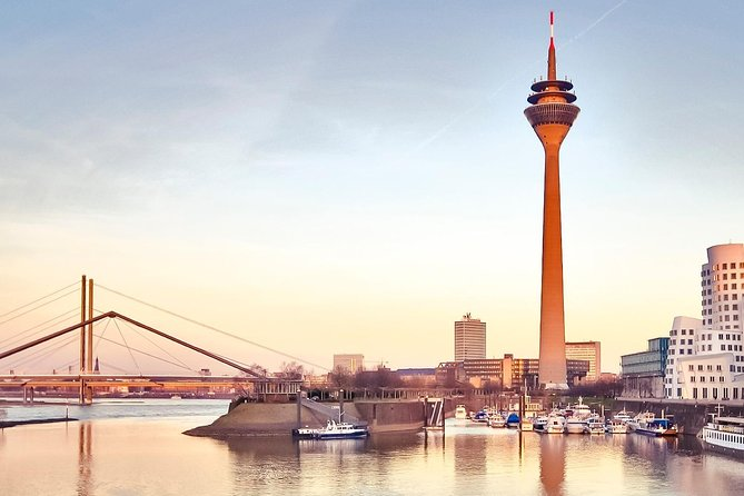 Arrival Private Transfer from Dusseldorf Train Station or Port by Business Car, Dusseldorf, Alemanha