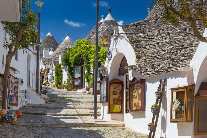 Full day tour in Valle d'Itria: Alberobello and Polignano a Mare, Lecce, ITALY