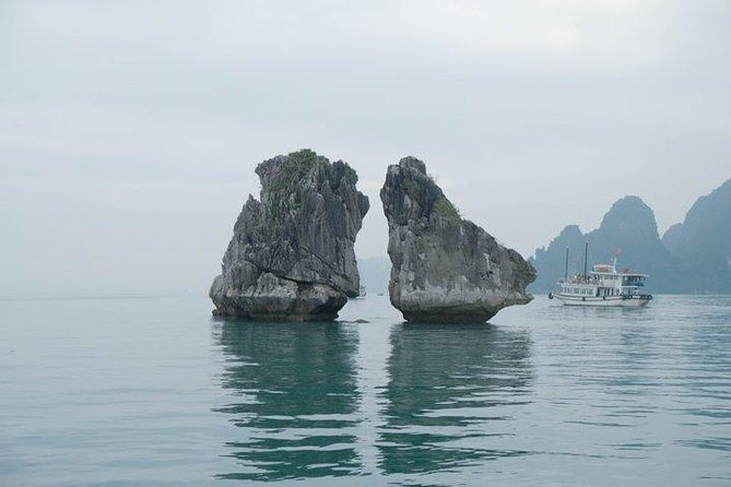 Halong Bay discovery with 8 hours boat tour from Halong city, Halong Bay, VIETNAM