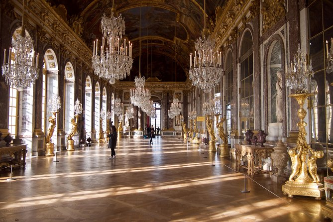 Versailles Palace and Gardens Skip-the-line Tour from Versailles, Versalles, FRANCIA