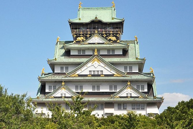 Why not discover the famous castle to the fullest! There are a bunch of tourists at Osaka Castle but most of them just watch the castle tower from outside of it, which is enjoyable enough but still remains a lot to discover.<br><br> On this tour, you will learn the history and imagine the feeling samurai had when fighting for Osaka at the stake of their lives. <br><br> There are many more things to explore Osaka Castle to your fullest such as a professional guide who will show you around the hot spots in the park, the view of the castle from the garden, and a cruise ship which will take you around the moat!<br><br> Don't forget to book your tour to discover Osaka Castle tour with your otomo guide!